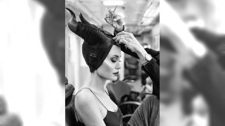 圖/翻攝自 Angelina Jolie. 粉絲專頁 裘莉變身「黑魔女」 公開上妝過程搶宣傳