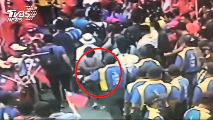 圖/TVBS資料畫面 趁韓國瑜造勢行竊財物 3高齡扒手遭起訴