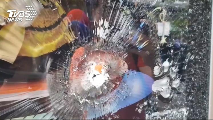 高雄寵物店被槍擊。圖/TVBS 高雄直播主糾紛  涉槍擊寵物店男子投案