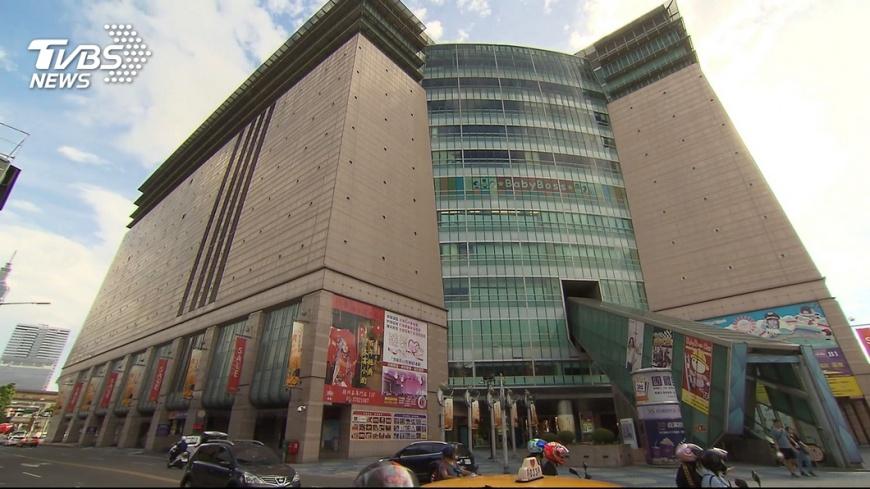 京華城11月30日熄燈,尚在營運的200個櫃位將進行封館大拍賣。圖/TVBS 京華城11/30熄燈 將辦封館拍賣道別