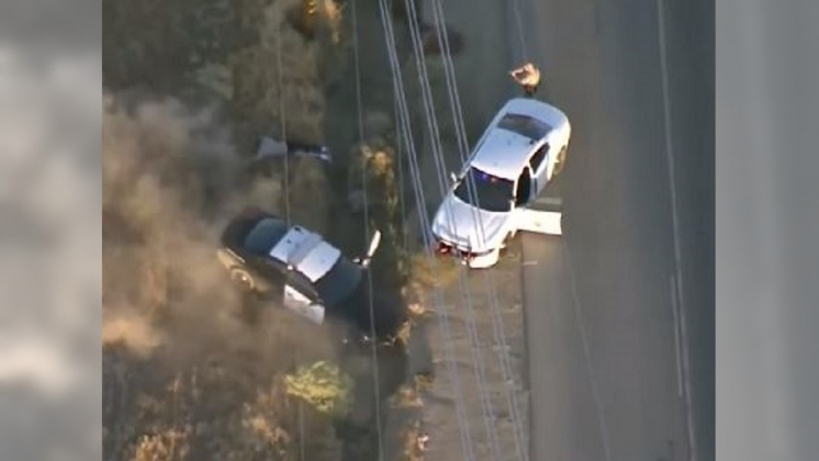 圖/翻攝自 Inside Edition YouTube 加州公路警匪追逐 囂張嫌換警車還是栽了
