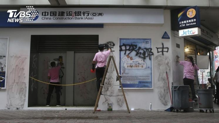 圖/達志影像美聯社 「反送中」變「反中」 香港陸企被砸續動盪
