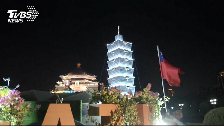國慶花車北市展出 夜間亮燈夢幻登場