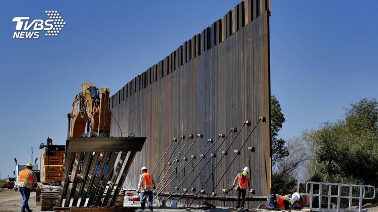 圖/達志影像美聯社 3千億元蓋美墨邊境牆 被台幣3千電鋸鑿出大洞