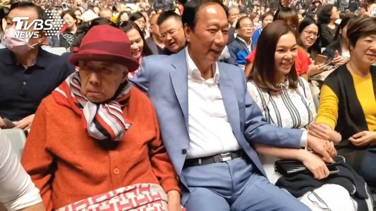 (圖/TVBS) 20年前換錢母 郭台銘妻「求財廟曝」他驚效果:賺金礦