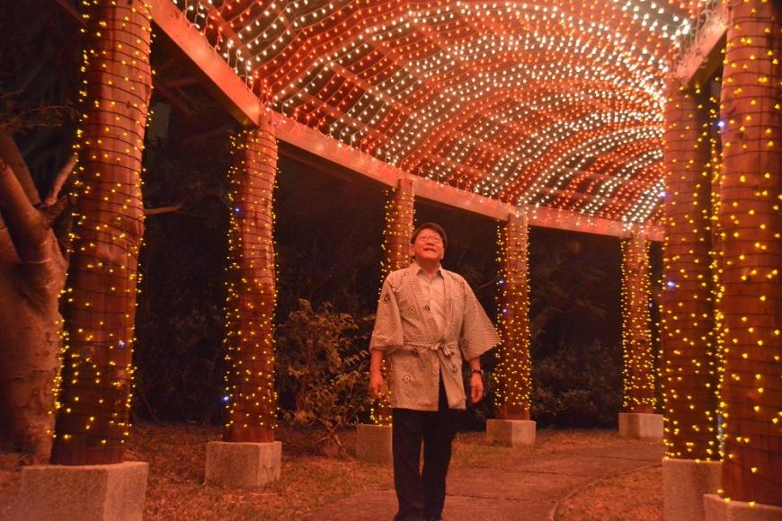 落葉秋楓染紅山頭,四重溪溫泉公園瀰漫浪漫日式風情