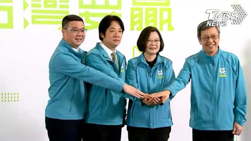 圖/TVBS 抽出「皇帝牌」! 命理師斷言:明年他將走大運