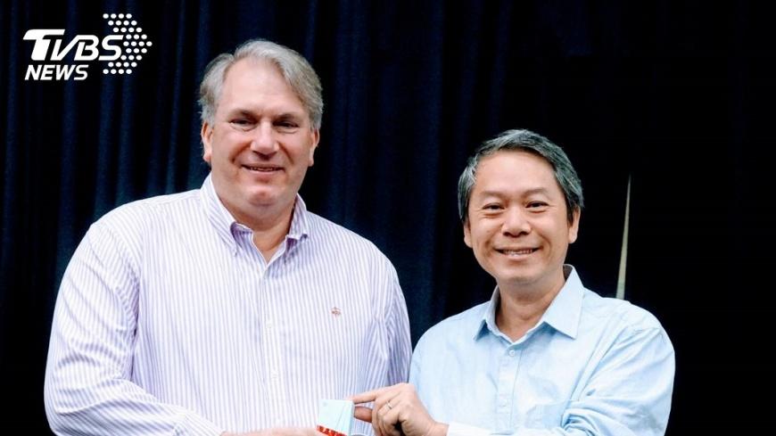 紐約大學表演藝術行政研究所主任 Richard G. Maloney首次訪問亞洲,與臺師大表演所夏學理所長會面。 臺師大表演所學生 獲藝術管理精英大賽三冠王