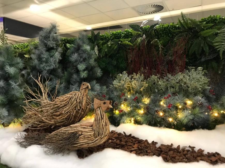 耶誕氣息飄揚桃園機場,臺灣原生動物藏身航廈