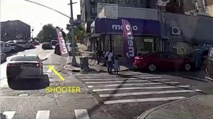 牽女過馬路陌生車輛突靠近 父下秒遭「亂槍射死」