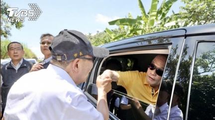 侯友宜攔下蘇貞昌座車 握手感謝裝冷氣政策
