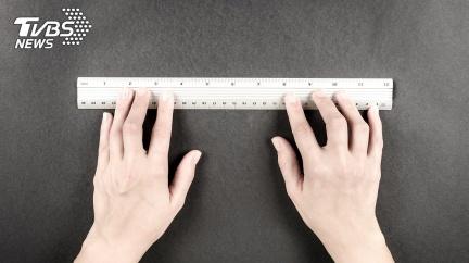 世界最長!15歲男掏「18cm巨無霸」破金氏紀錄
