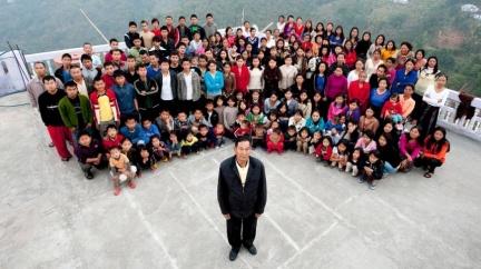 每晚「翻牌」寵幸!超狂74歲翁娶39妻 生下94子女