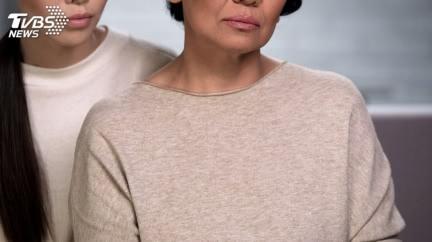 婆婆嫌「黑肉底」要求在家化全妝 媳反擊夫崩潰剃度出家