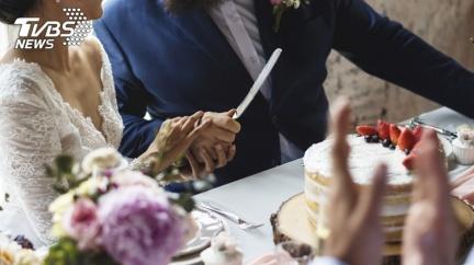 新娘吃婚宴甜點當場慘死 家屬痛曝內幕:早說不能放…