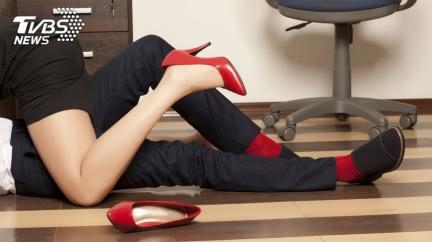人妻找離婚諮詢!初見律師心癢「辦公室恩愛」搞大肚