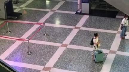 火車站等車!陌生男突抓3歲兒丟下樓…媽跪地崩潰呼救