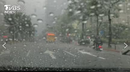 颱風生成有譜?季風槽「週末向台延伸」防豪雨