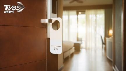 豪租飯店房間1年…行為超怪 警破門嚇傻「滿屋寶藏」