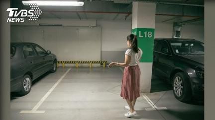 霸佔私人車位!女鄰居被抓包嗆:你們又沒在停