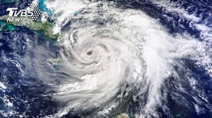 颱風無花果「周圍冒出閃電訊號」 專家示警:危險的徵兆