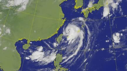 颱風尾掃!巴威將轉中颱「雨連下5天」 4縣市大雨特報