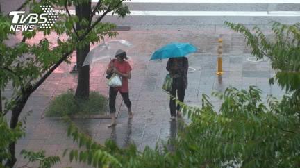 巴威「挑戰強颱」持續影響台灣 雨彈連炸6天越晚雨越大