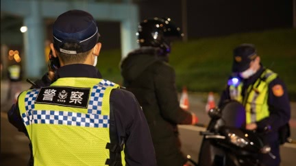 12歲兒闖馬路「遭開300元紅單」 爸:警察有必要?