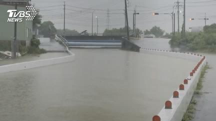 豪雨狂襲!高雄市「5區」明天停班、停課