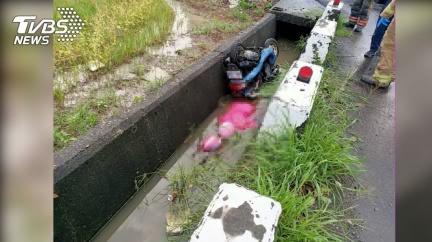 台南大雨機車跌落30公分水溝 女騎士臉朝下溺斃