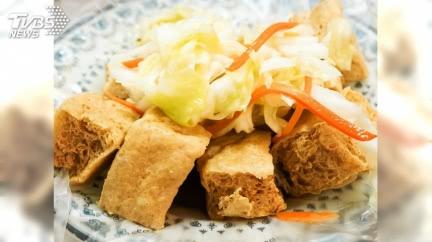 到苗栗吃臭豆腐 驚見「神奇配菜」超傻眼:真不習慣