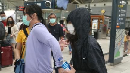 高雄少女受電項圈、美工刀威脅 上警車才放聲痛哭