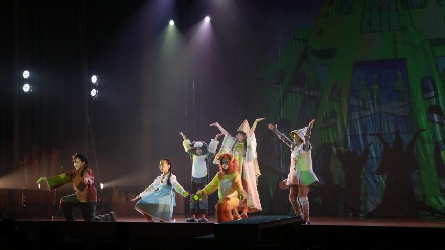 桃樂絲與夥伴展開一場尋找自己的冒險之旅 乘著龍捲風 踏上黃金道 佳音英語劇團帶你去奧茲國冒險!