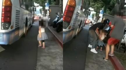 女童突衝出「公車輪胎旁」 騎士秒扔車驚險救援