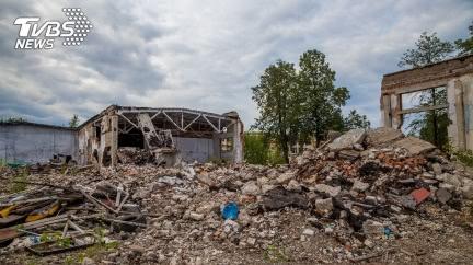 砰!插頭才接電…下秒整棟房屋炸毀 14歲女不幸慘死