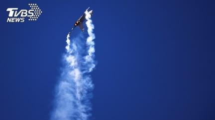 共機起飛遭鳥襲!失動力10秒急墜 飛行員彈射逃生