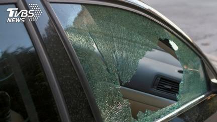 新車更重要!小氣爸不肯砸窗 1歲女兒車內活活悶死