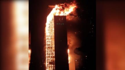 門鎖融化根本無法逃! 韓33層高樓燒成火柱