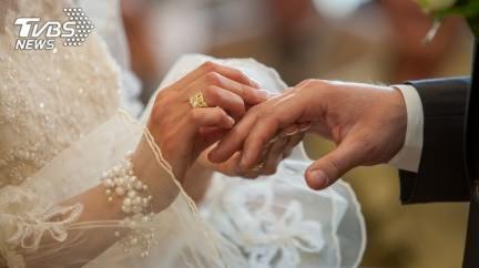 遭交往9年女友逼婚…男求婚反被拒 眾秒懂原因:你白目