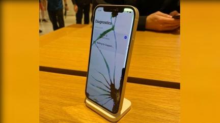 開賣2小時裂成「蜘蛛機」 iPhone12維修費出爐