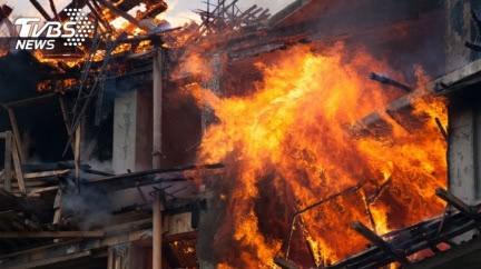 求歡遭拒、妻帶2兒離家 夫縱火燒屋稱嗨:很有滿足感