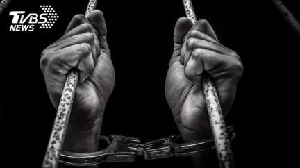 獄中狂殺48犯人「斬首挖內臟」 狠男放話還想殺