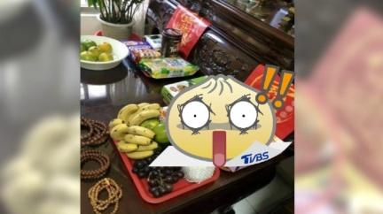 「這不是餅乾啦」阿嬤供品拜錯 網嚇:給人吃就慘了