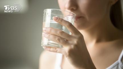 初次約會男網友 女如廁後遭大叔告知「妳飲料被下藥」
