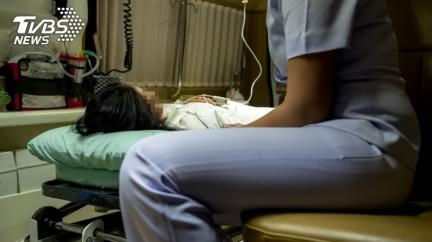 求救遭警當惡作劇 8歲兒無助目睹病母氣絕身亡