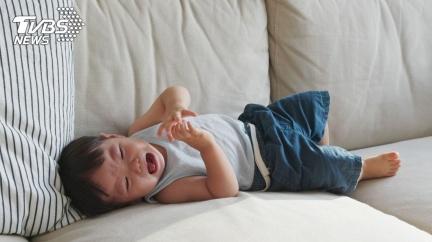 4歲兒哭喊「爸爸醜」拒同床 母無言:你們長一樣