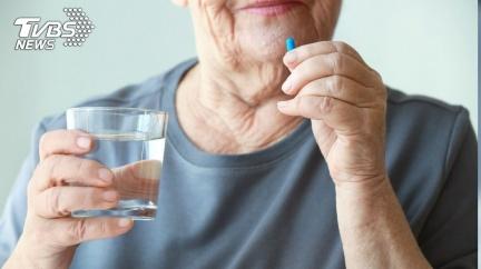 65歲母狂嗑「壯陽藥」7天 兒得知真相爆氣衝藥局