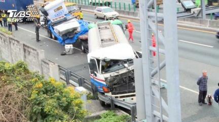 國道5輛「大型車」連環撞 大卡車也有ADAS先進駕駛輔助?