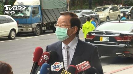 記者全蹲下受訪 謝長廷1要求挨藍委轟:真高傲
