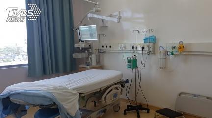 13歲弟「鮮血猛噴」染紅病房牆 輕症確診短短6天慘死